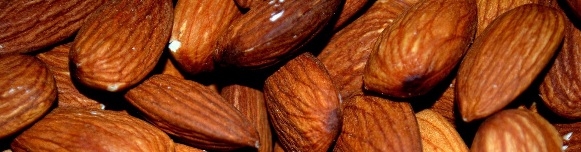 15 nuts almond-83766